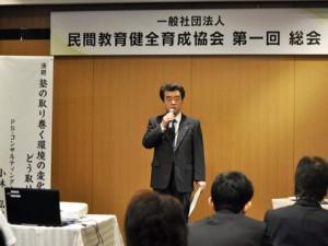 事業報告を行う森晃 代表理事