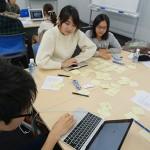 生徒たちが互いに意見を出し合い学習を進めていく通学コースの特別授業