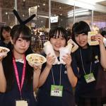 前日からブースの設営、舞台進行のリハなど生徒主導で行われる。 飲食の販売では沖縄のタコライスなどを販売