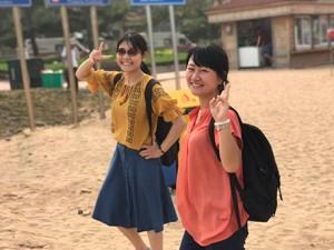 青島の浜辺で散歩