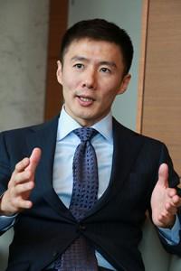 新井豪一郎 氏 慶應義塾大学卒業後、NTT を経て2003年MBA を取得し、米系コンサルティン グファームで戦略コンサルタントに従事。 さらに、株式会社星野リゾートのスキーリゾート事業の責任者として経営に参画。 その後、革新的な教育サービスを通じてすべての学習者の可能性を引き出したい、という思いから2010 年にアルクテラス株式会社を創業する。