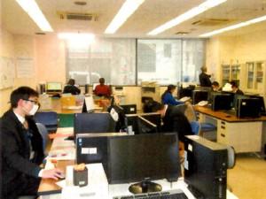 多くの見学者が訪れる市進アシストのオフィス