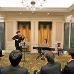 バイオリストの白木一光氏とピアニストの岩下真麻氏による演奏