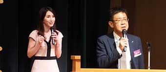[左]開会宣言をした eisu group 伊藤奈緒 COO [右]成学社・クラス指導部副部長の松岡忠男氏がマイスター代表の詞を述べた