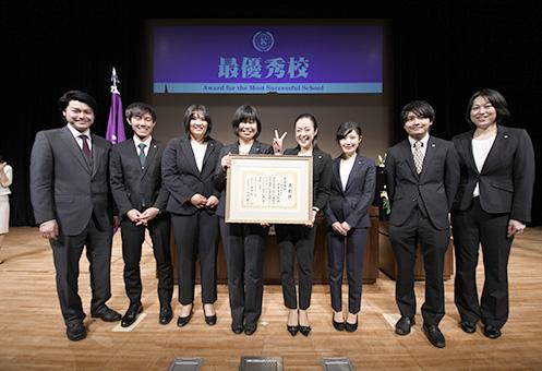 最優秀校を受賞したPEG関西・千里中央校