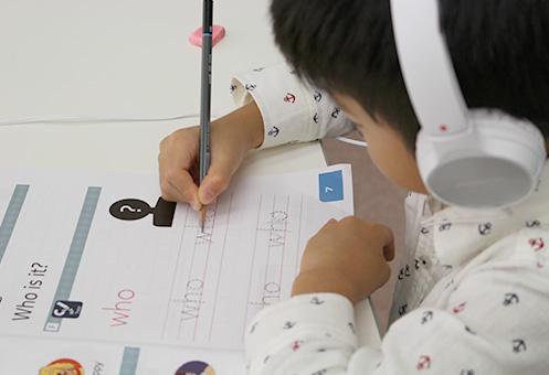 本文に登場する単語やフレーズ、基本英単語をリーディングの前に学ぶ