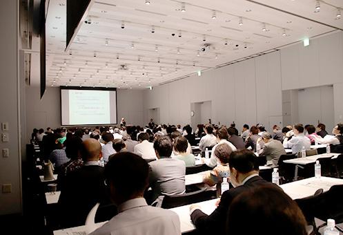 東北から中国地方、四国まで、全国から120 名の教育関係者などが集まり、会場は満席となった