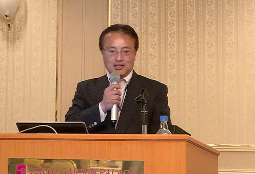 オープニングの挨拶を述べる、私塾ネットセンター理事長の仲野十和田氏(ナカジュク)