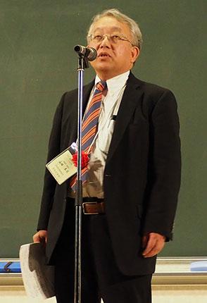 総評を述べる愛知県私塾協同組合 山田真司 理事長