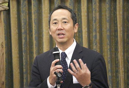 「入試は高1から始まっている!」と熱弁するライブロード・松岡茂 取締役