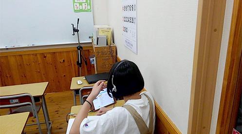 オンライン英会話「GeT」で学習する生徒