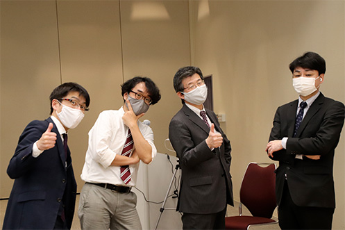 田中宏道 実行委員長(右から2番目)と実行委員の皆さま